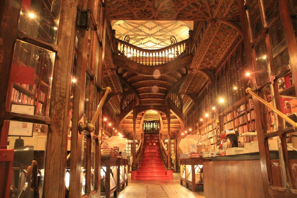Livraria Lello & Irmão at Porto by Su-Ming