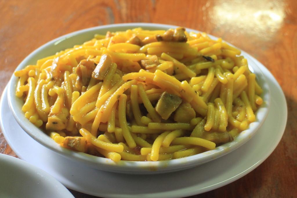 2.5歐就可以吃飽的海鮮麵