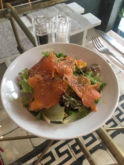 希臘雅典咖啡店推薦:Philos午餐煙燻鮭魚沙拉