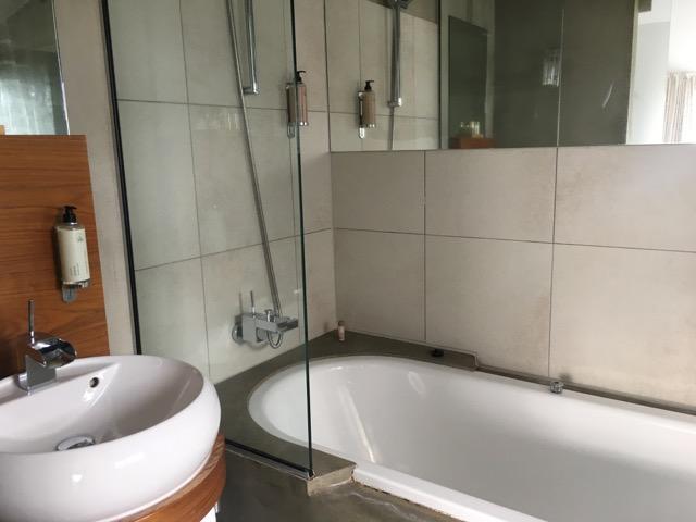 冰島雷克雅維克住宿CenterHotel Thingholt浴室2