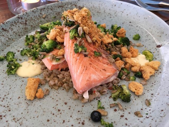 冰島環島自駕行程Day1:Selfoss的Tryggvaskali 餐廳慢烤鮭魚