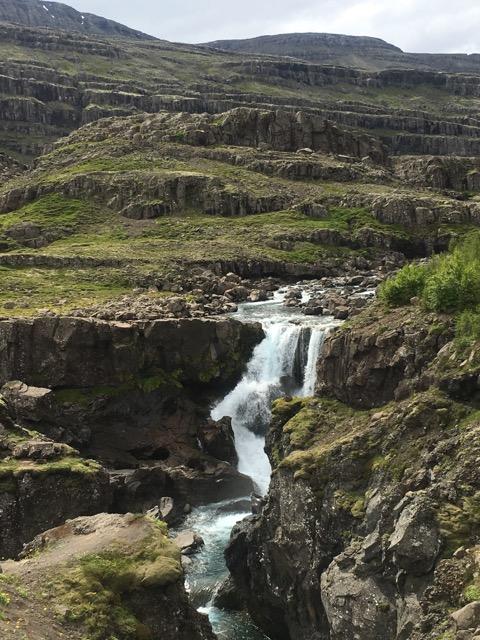 冰島環島自駕環島攻略Day4:東海岸Sveinsstekksfoss瀑布