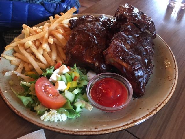 冰島環島自駕環島攻略Day4:東海岸餐廳Cafe Nielson炭烤肋排