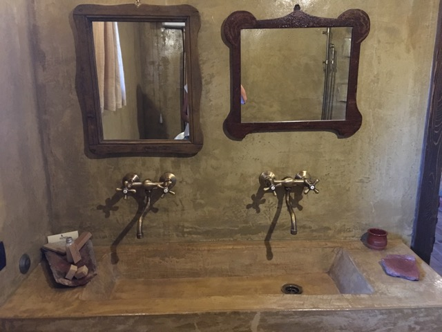 希臘天空之城Meteora住宿推薦 Montanema Handmade Village石頭屋