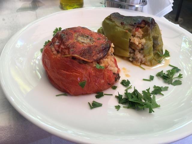 希臘天空之城Meteora住宿推薦 Montanema Handmade Village天空之城餐廳推薦Taverna Gardenia番茄青椒鑲飯