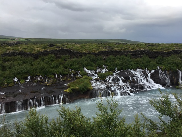 冰島環島自駕環島攻略西部Hraunfossar瀑布和Barnafossar瀑布