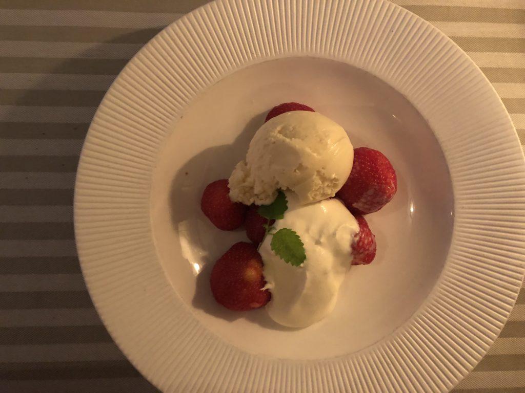 瑞典斯德哥爾摩食記:Wärdshuset Ulla Winbladh AB甜點草莓與香草冰淇淋