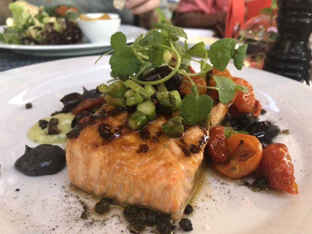 瑞典斯德哥爾摩Saluhall裡的烤鮭魚